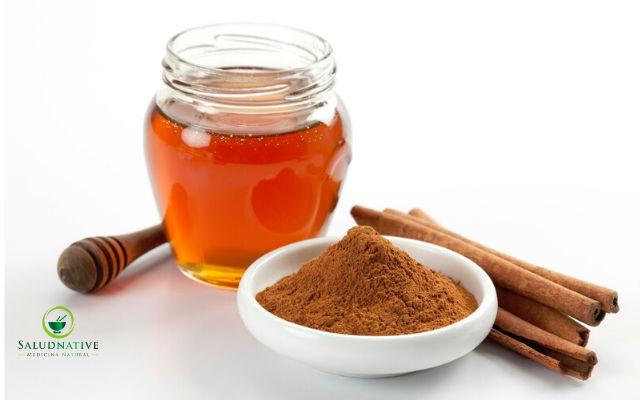 miel y canela para granos en el cuero cabelludo